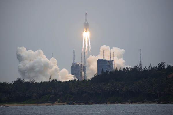 Spazio, razzo cinese rientrato su Oceano Indiano vicino Maldive