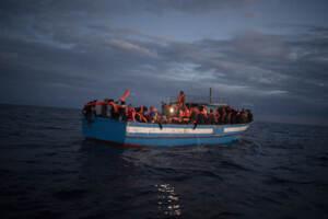 Migranti, Nave Open Arms salva 169 migranti in acque internazionali