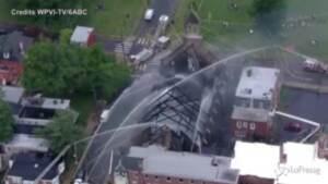 Distrutta dalle fiamme chiesa cattolica a Filadelfia