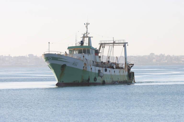 Rientra in porto a Mazara del Vallo il peschereccio Aliseo colpito dall'attacco della marina libica