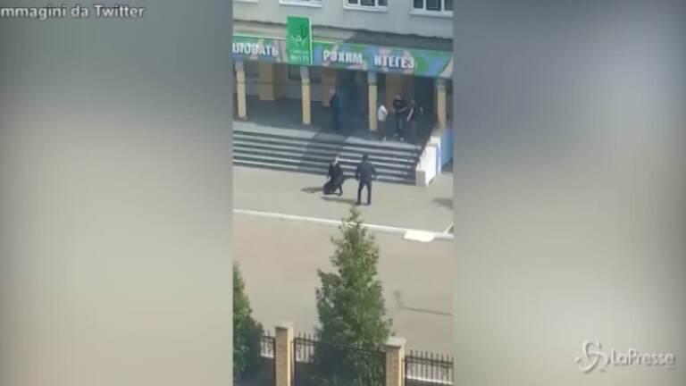 Sparatoria in una scuola di Kazan