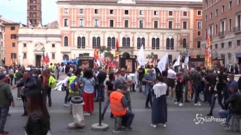 Alitalia, lavoratori in piazza a Roma