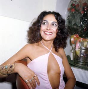 La cantante Mia Martini in camerino alla Bussola.