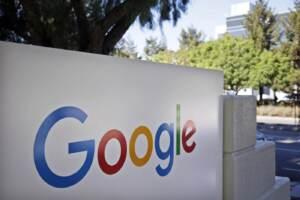 Immagine del logo di Google su un edificio