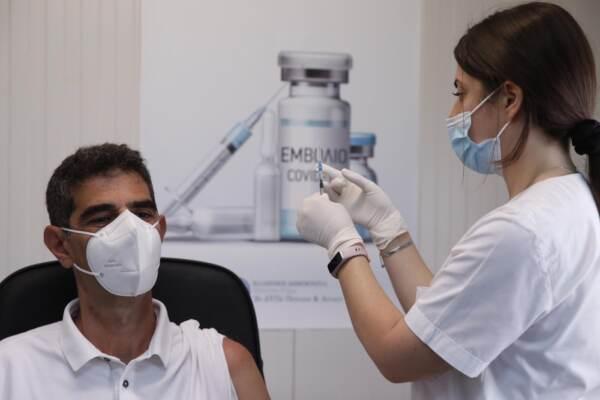 Covid Grecia, vaccini di massa per le isole minori in vista della stagione turistica