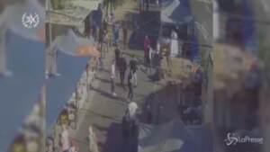 Un'immagine tratta da un video dell'aggressione a un ebreo ortodosso