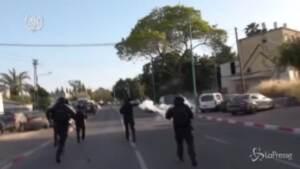 Scena di scontri a Lod, in Israele