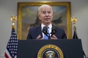 Joe Biden parla dell'attacco hacker al Colonial Pipeline, il più grande oleodotto Usa
