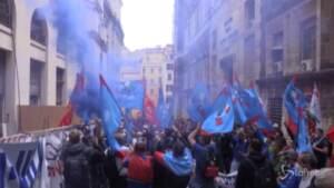 Ex Ilva, manifestazione dei lavoratori davanti al Mise