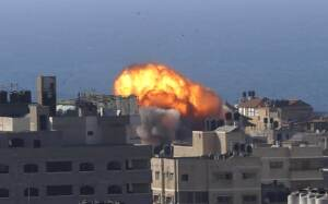 Attacco israeliano a Gaza con forze aeree