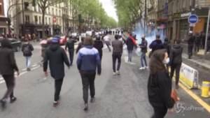Parigi, lacrimogeni della polizia alla manifestazione pro-Palestina