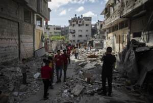 Israele e Palestina, una guerra senza fine: ancora razzi e raid sulla striscia di Gaza