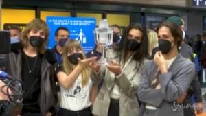 """Måneskin rientrano a Roma: """"Siamo contrari all'uso di droghe"""""""