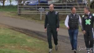 William in Scozia: il principe prova un'auto da corsa elettrica