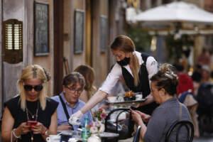 Roma, turisti in centro nella prima settimana senza le restrizioni sugli spostamenti
