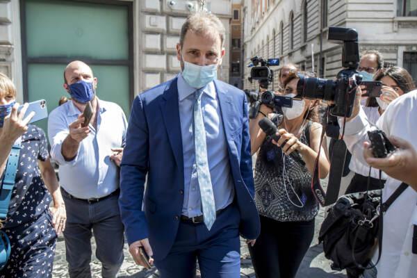 """M5S, Garante a Rousseau: """"Dati degli iscritti a Movimento"""". Conte: """"Si parte"""". Ma Casaleggio dice no"""