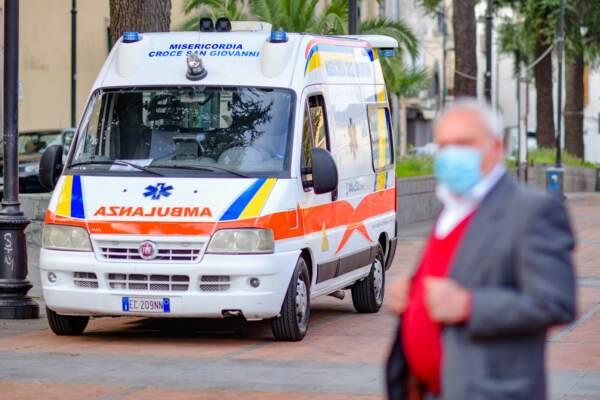 Catania, uccide la moglie a coltellate e tenta il suicidio