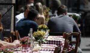 Firenze, mangiano tonno in 2 diversi ristoranti: in 9 finiscono al pronto soccorso