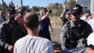 Gerusalemme, ebrei e palestinesi protestano per le case occupate dai coloni