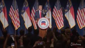 """Trump: """"Biden sta distruggendo il Paese"""""""