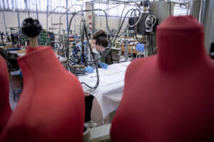 Coronavirus, la fabbrica di mascherine Miroglio Group ad Alba