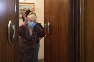 Covid, in Italia vaccini a domicilio per gli anziani costretti a casa