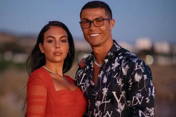 """Georgina presenta l'hotel di Cristiano Ronaldo a Madrid: """"Vi invito a vederlo"""""""