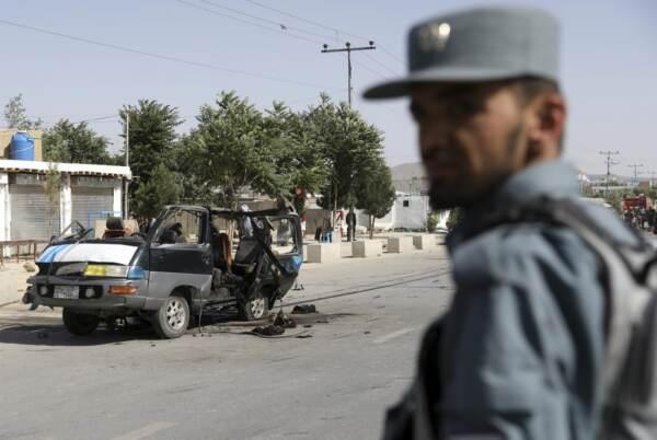 Afghanistan, esplosione di un auto a Kabul: almeno 4 morti