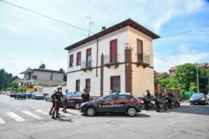 Milano, 55enne accoltellato in auto: al vaglio posizione della moglie