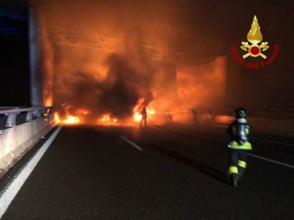 Bologna, assalto a portavalori: spari e veicolo in fiamme su A1