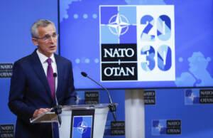 """Nato, Stoltenberg: """"Non siamo in una nuova Guerra Fredda con la Cina"""""""