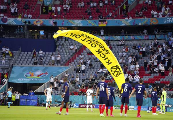 Euro2020, paracadute