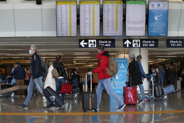 Coronavirus, viaggi e turismo in aumento nella prima settimana senza i cinque giorni di quarantena