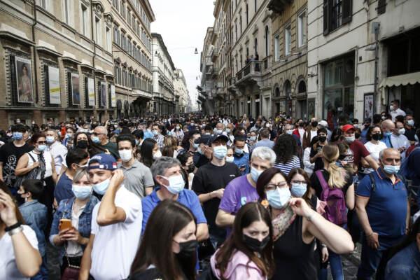 Sileri: Opportuno far cadere obbligo mascherina all'aperto da inizio luglio