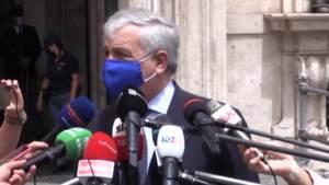 """Tajani: """"Via mascherine all'aperto? Nessuna data, ma governo vuol fare in fretta"""""""