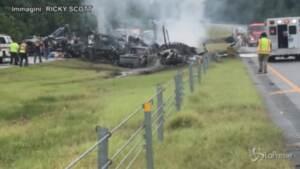 Alabama, dieci morti in maxi incidente stradale: il video realizzato con un cellulare