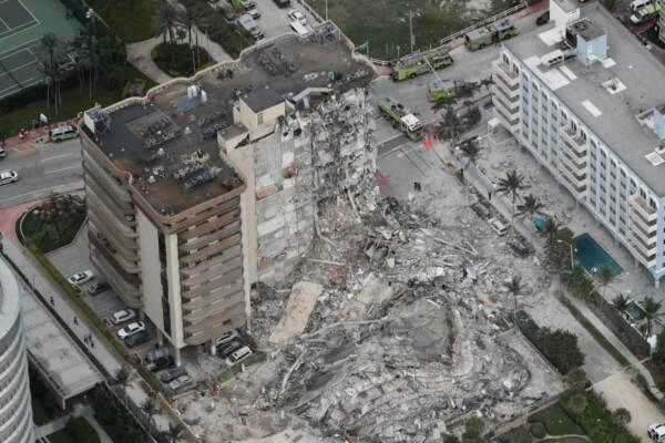 Miami, crollo di un palazzo di 12 piani a Surfside