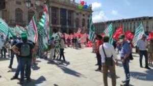 piazza castello a torino con bandiere sindacati