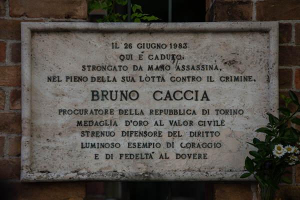 Torino ricorda Bruno Caccia: fiori alla lapide 38 anni dopo