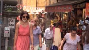 Via le mascherine all'aperto ma non in Campania: a Napoli cittadini concordano con De Luca
