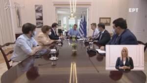 Covid, in Grecia credito di 150 euro agli under 26 per vaccinarsi