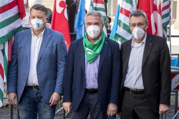 Roma, manifestazione Cgil, Cisl e Uil per il lavoro in piazza Montecitorio