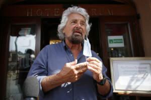 Roma, Beppe Grillo lascia l'hotel Forum
