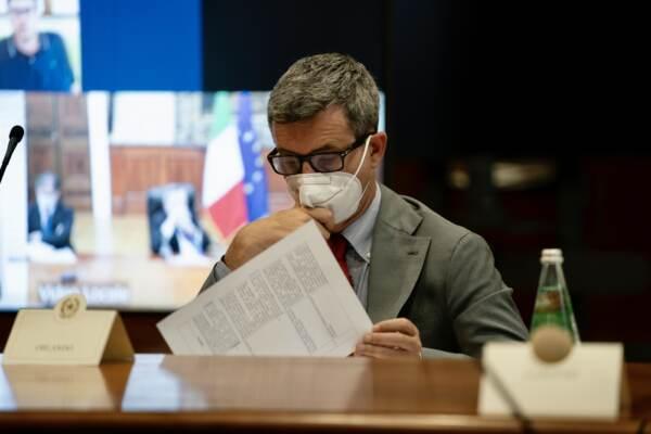 Mario Draghi alla cabina di regia a Palazzo Chigi