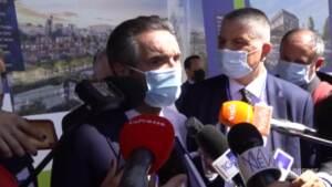Attilio Fontana intervistato dai giornalisti a Milano