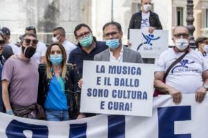 Roma, flash mob degli esercenti di discoteche e locali da ballo per chiedere la riapertura