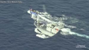 """La denuncia di Sea-Watch: """"Guardia costiera libica spara sui migranti"""""""