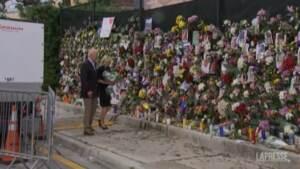 Crollo Miami: i fiori di Jill e Joe Biden al memoriale per le vittime