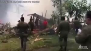 Filippine, precipita un aereo militare: almeno 45 morti