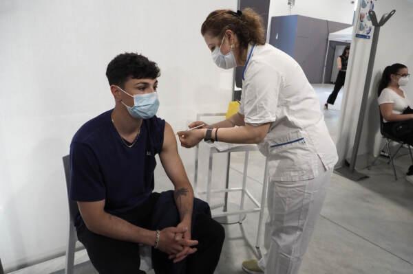Coronavirus Bologna, open day vaccinazioni all'hub della fiera